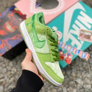 Nike SB Dunk Low Valentine's Day